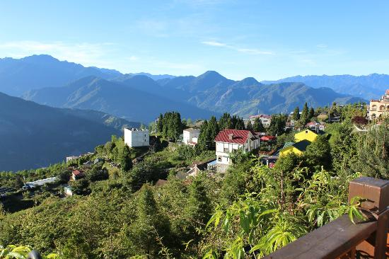 Jun Yue Hanging Garden Resort: View from front porch (morning)