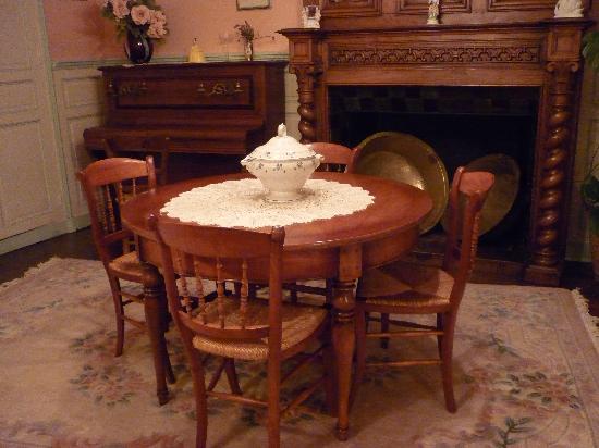 La Maison de Claire: la salle à manger