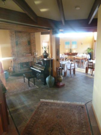 Meringa Springs: The lodge (dining area)
