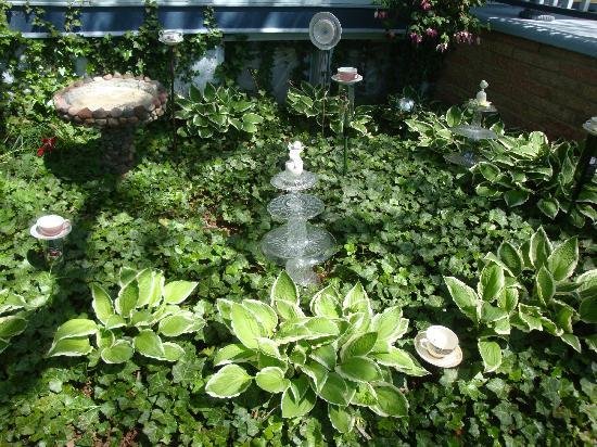 Garden Gate Bed and Breakfast: Lovely garden area