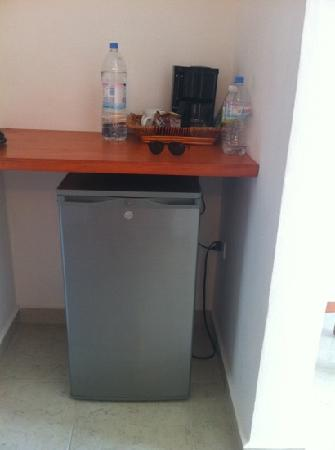 Casa Melissa: Cafetera y frigobar