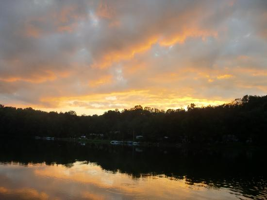 Keen Lake Camping and Cottage Resort: our last nights sunset