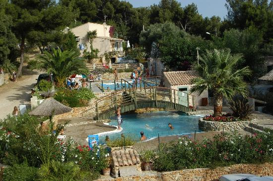 Camping clos st therese saint cyr sur mer france for Camping sud france avec piscine