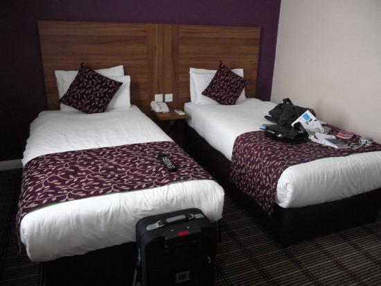 lit jumeau sur roulette pouvaint s 39 ecarter photo de city continental london kensington. Black Bedroom Furniture Sets. Home Design Ideas