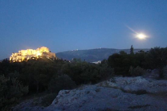 Acropolis Museum Boutique Hotel: Acropolis on the night of the super moon.