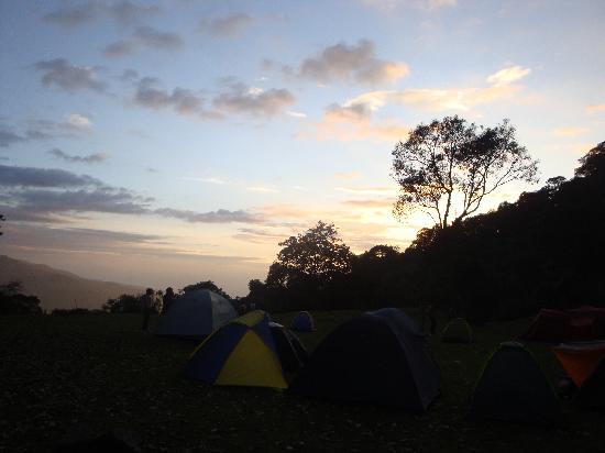 Parque Natural Chicaque: Atardecer desde la zona de camping