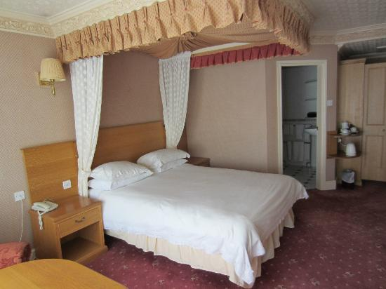 Bredbury Hall Hotel: Bedroom