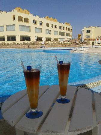 Concorde Moreen Beach Resort & Spa Marsa Alam: cocktail personale servito al mattino