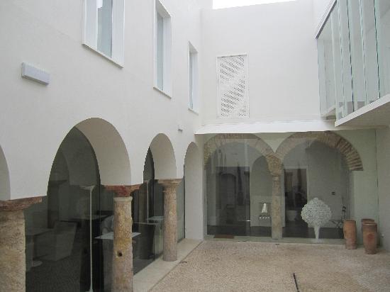 Hotel Viento10: Inner Courtyard
