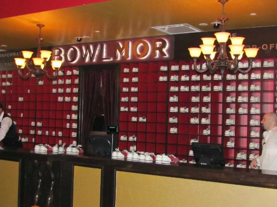 Bowlmor Lanes Midtown : The main desk of Bowlmor Lanes.