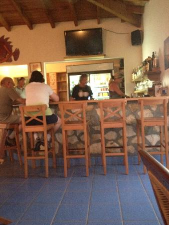 Shannas Cove Resort: The bar at Shannas Cove