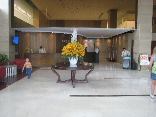 City Star Hotel: hall