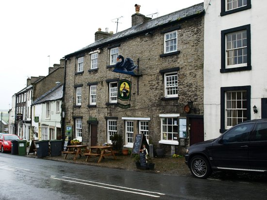 The Black Swan Inn: We were there on a rainy day.