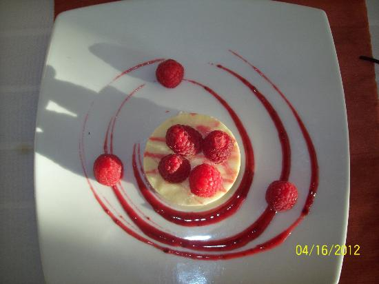 Marival Residences Luxury Resort: White Chocolate cheese cake