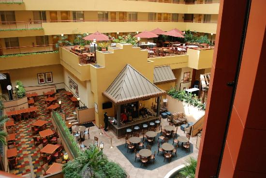 Embassy Suites by Hilton Baltimore BWI - Washington Intl. Airport: Atrium
