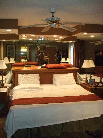 Legacy Vacation Resorts-Lake Buena Vista: lovely, comfortable bed