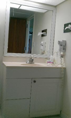 Sea Bay Hotel: Bathroom