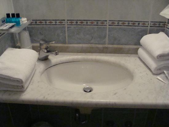 Hotel Arizona: Bathroom Sink
