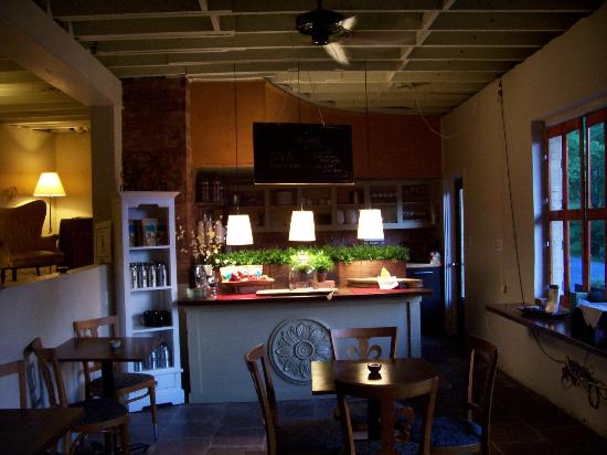 Lakeview at Fontana: Adorable cafe for breakfast and afternoon wine