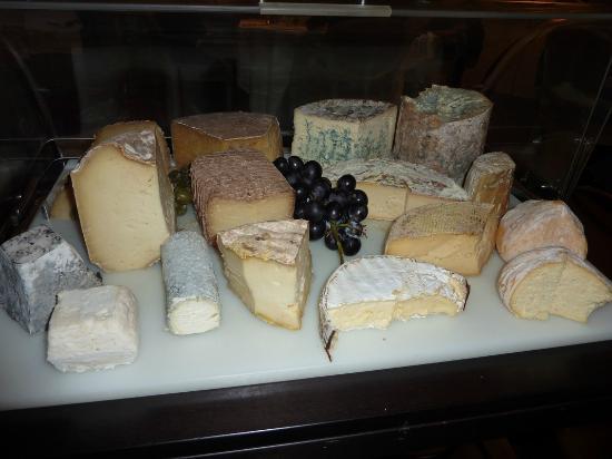 Chateau la Caniere : le plateau de fromages d'Auvergne