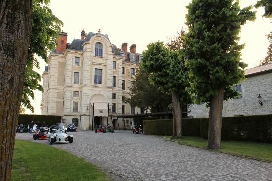 Chateau la Caniere : vue de l'entrée du chateau