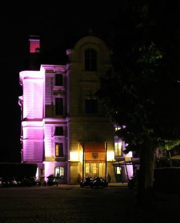Chateau la Caniere : vue du chateau illuminé