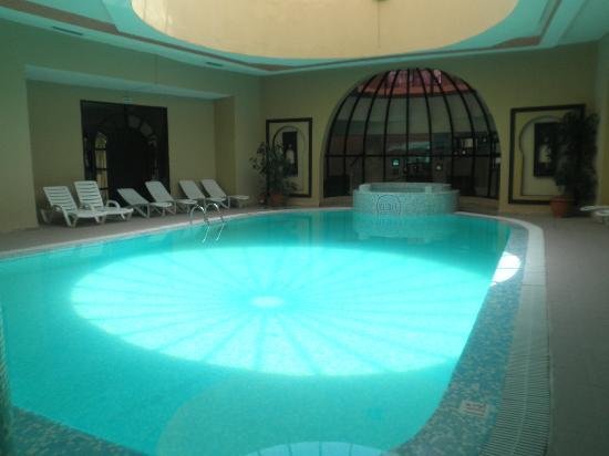 Hotel Dar El Olf: Piscine intérieure