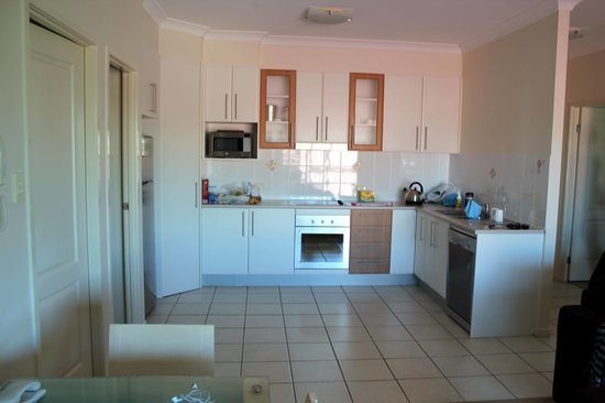 LaVida on Anzac: Nice, compact kitchen
