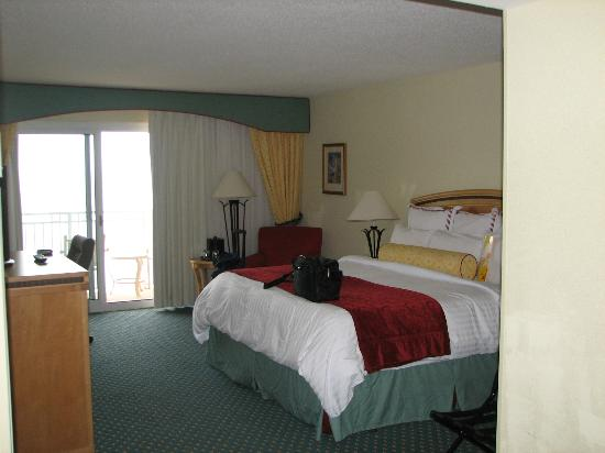 Myrtle Beach Marriott Resort & Spa at Grande Dunes: View of the room from the door