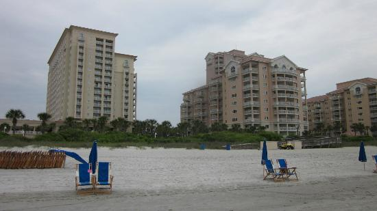Myrtle Beach Marriott Resort & Spa at Grande Dunes: Hotel is tall bldg on the left (villas are on the right). View from the beach.