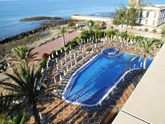IFA Faro Hotel: Swiming-Pool frühmorgens.