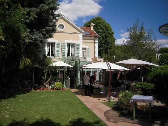 Tres agréable jardin clos