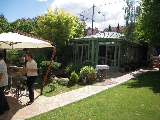 Restaurant le jardin clos dans rueil malmaison avec for Entretien jardin rueil malmaison
