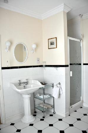 Beechwood Hotel: Room 7 bathroom view 2