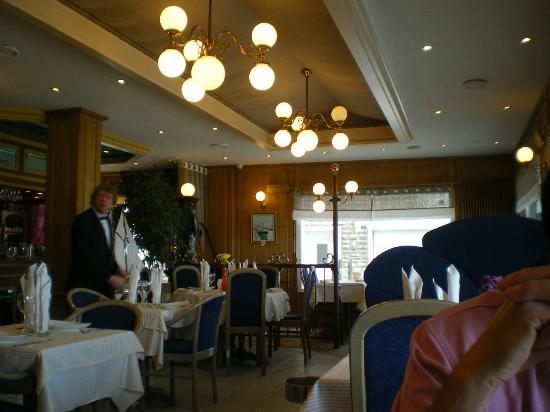 Port-en-Bessin-Huppain, France : salle a manger tres joliment decorée