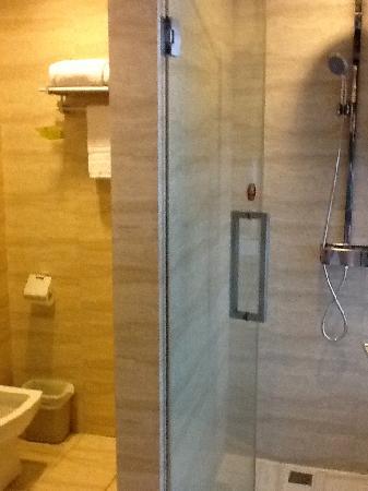 Vienna Hotel Shenzhen Chunfeng: Bathroom