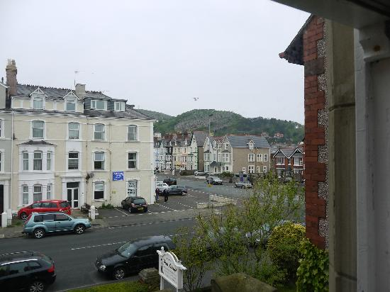 Plas Llwyd: Can see the Great Orme from the room