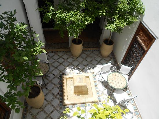 Les Jardins de la Medina: One of the small courtyards