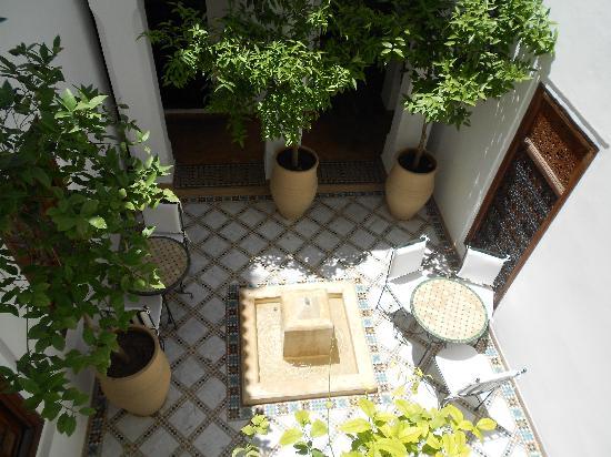 Les Jardins de la Medina : One of the small courtyards
