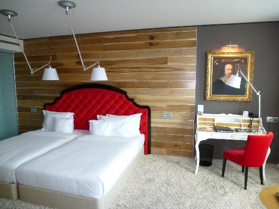 Graffit Gallery Hotel: room