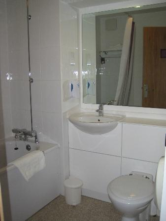 Premier Inn Cheltenham Central (West/A40) Hotel: Bathroom