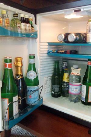 Mercure Catania Excelsior: Mini-bar contents