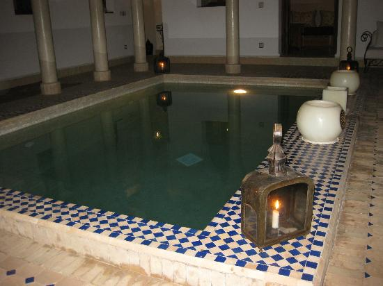Le jardin d'Abdou: Pool by night