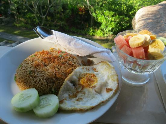 Sawah Sunrise Bed & Breakfast: One of the breakfast choices
