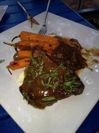 Trabue : Beef short ribs in chianti