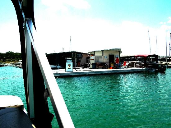 Canyon Lake Marina: leaving the dock