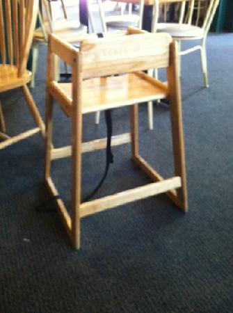 Leavenworth Pizza Co: high chairs unsafe