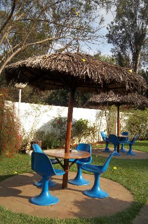 Sentrim Nairobi Boulevard Hotel: Tables and chairs to relax at