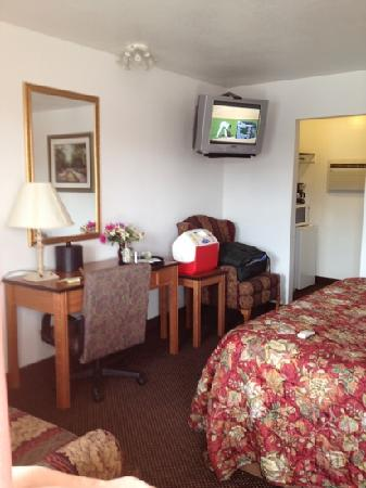 Grand Junction Palomino Inn: Bedroom with A/C