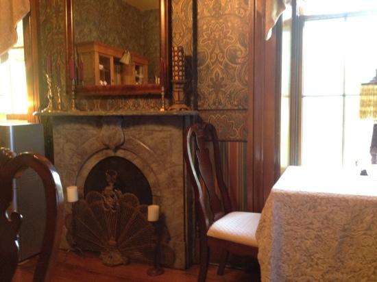 Victorian Mansion: dining room